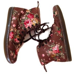 Dr. Martens Shoreditch Size 8 Floral Tie Booties